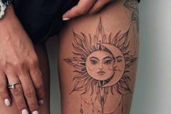 Тату : Луна, Солнце на бедре