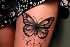 Татуировка : Бабочка на бедре