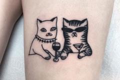 Наколка : Животные, Кошка на бедре