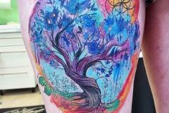 Тату : Цветные, Деревья на бедре