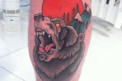 Тату : Животные, Цветные, Медведь на голени (икре)