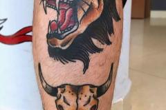 Татушка : Животные, Цветные, Лев на голени (икре)