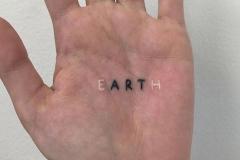 Татуировка : Надпись, Белые на кисти