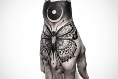 Татуировка : Бабочка на кисти