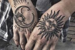 Татушка : Солнце, Луна на кисти
