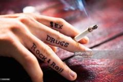 Татуировка : Надпись на пальцах