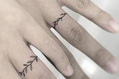 Наколка : Листья на пальцах