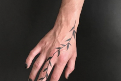 Тату : Листья на пальцах
