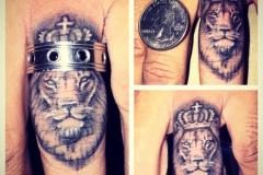 Татуировка : Животные, Лев на пальцах