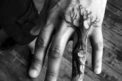 Наколка : Деревья на пальцах