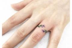 Татуировка : Листья на пальцах