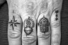 Наколка : Сердце, Узор на пальцах