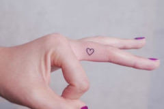 Наколка : Сердце на пальцах