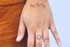 Наколка : Солнце на пальцах