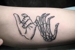 Тату : Руки на плече
