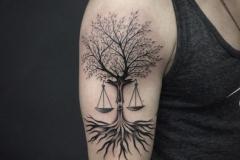 Татуировка : Деревья на плече