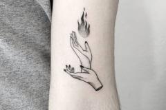 Татуировка : Руки, Огонь на плече