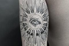 Наколка : Солнце на плече