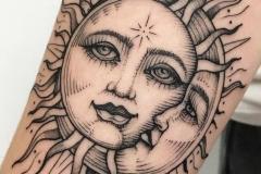 Тату : Солнце, Луна на предплечье