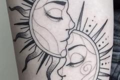 Наколка : Солнце, Луна на предплечье