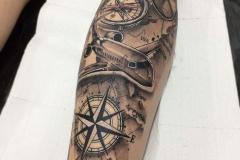 Татуировка : Самолет на предплечье