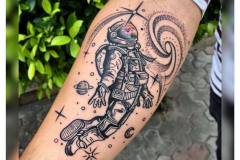 Татуировка : Космос, Люди на предплечье