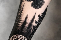Татушка : Ворон, Деревья на предплечье