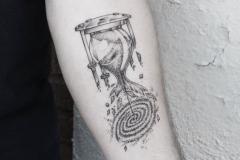 Татуировка : Время на предплечье