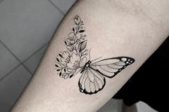 Татуировка : Бабочка, Цветы на предплечье
