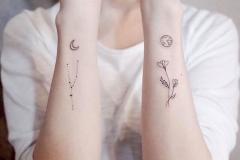 Тату : Цветы, Луна, Зодиак на предплечье