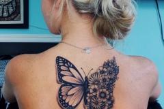 Тату : Бабочка, Цветы на спине