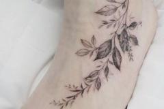 Татушка : Листья на стопе