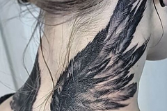 Тату : Крылья на шее