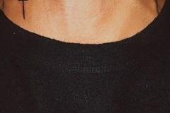 Татушка : Крест на шее